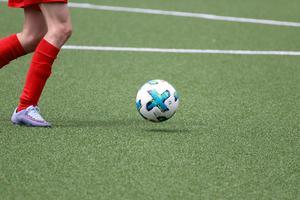 De opkomst van kunstgras voetbalschoenen